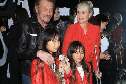 Johnny Hallyday : Laeticia, Jade et Joy joliment assorties, malgré une blessure