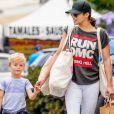 L'ex femme de Robin Thicke Paula Patton fait ses courses avec son fils Julian Thicke à Malibu le 15 mai 2016.
