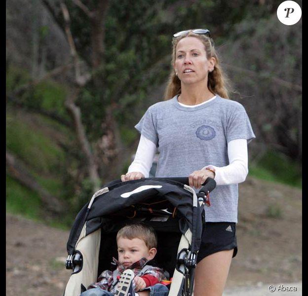Sheryl Crow et son fils adoptif Wyatt, bientôt 2 ans.