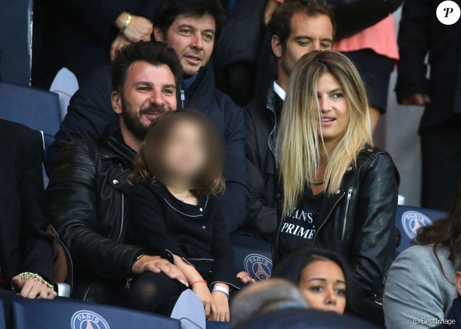 Michaël Youn, sa compagne Isabelle Funaro et leur fille Seven, Sébstien Grosjean et Richard Gasquet - People au match de football PSG-Nantes (4 à 0) au Parc des Princes le 14 mai 2016