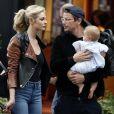 Josh Hartnett et sa compagne Tamsin Egerton font du shopping avec leur fille dans le quartier de Mayfair à Londres, Royaume Uni, le 29 juillet 2016.