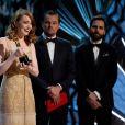 Emma Stone reçoit l'Oscar de la meilleure actrice pour le film 'La La Land' sous les yeux de Leonardo Di Caprio et Jimmy Kimmel - Intérieur - Erreur monumentale aux Oscars: le mauvais gagnant annoncé au Hollywood & Highland Center à Hollywood, le 26 février 2017 ©A.M.P.A.S/Zuma/Bestimage