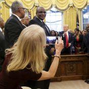 Donald Trump : A genoux sur le canapé, sa conseillère se fait lyncher...