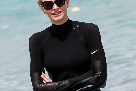 """Charlene de Monaco : La princesse """"s'enflamme"""" et critique Kelly Slater..."""