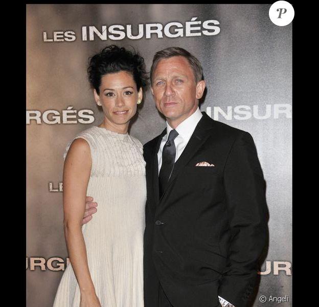 Daniel Craig et sa fiancée Satsuki Mitchell lors de l'avant-première parisienne des Insurgés