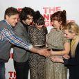 Joe Tippett, Alex Wolff, Isabelle Fuhrman, Erica Schmidt enceinte et Abigail à la soirée de lancement de la pièce de thétâtre All The Fine Boys à New York le 1er mars 2017
