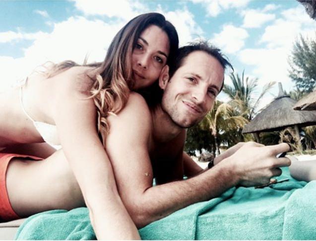 Renaud Lavillenie et Anaïs Poumarat, ici lors d'un séjour au Dinarobin Beachcomber Golf Resort & Spa de l'île Maurice en novembre 2016, vont se marier ! Le perchiste a fait sa demande en mariage à l'occasion du 28e anniversaire de sa compagne fin février 2017. Photo Instagram Anaïs Poumarat.