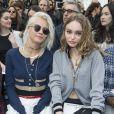 """Cara Delevingne et Lily-Rose Depp- Défilé de mode prêt-à-porter automne-hiver 2017/2018 """"Chanel"""" au Grand Palais à Paris le 7 mars 2017. © Olivier Borde/ Bestimage"""