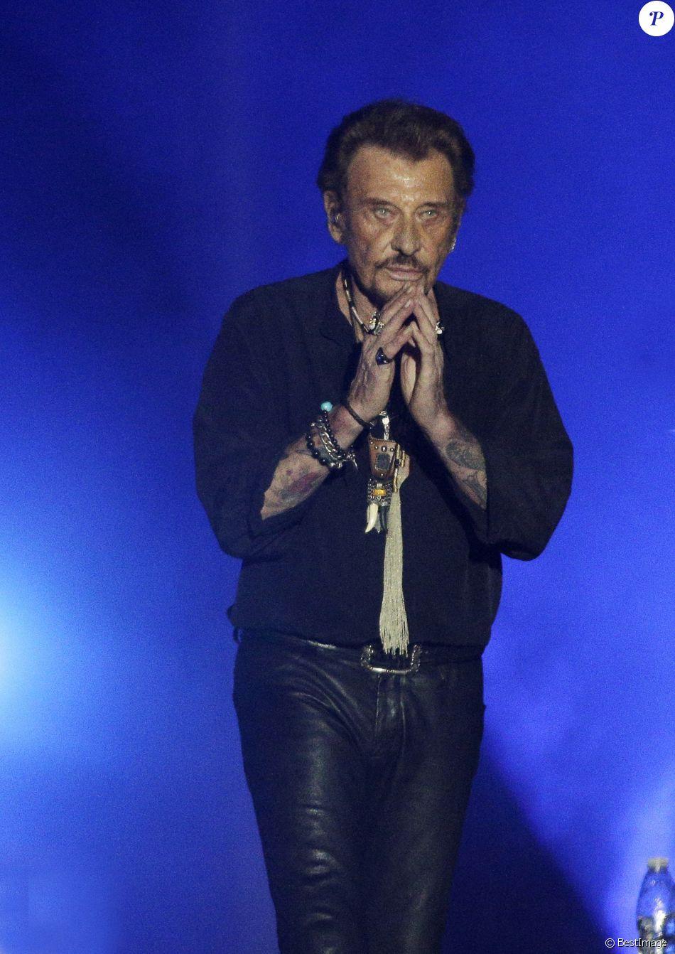 Johnny Hallyday en concert au Vélodrome à Arcachon, où 8500 personnes sont venues l'acclamer. Le 19 juillet 2016