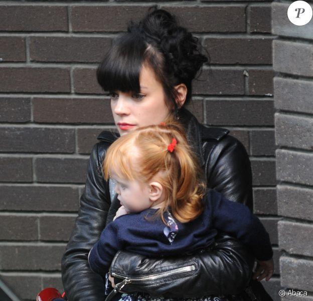 Lily Allen et sa fille Marnie à Londres, mai 2014.