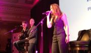 EXCLU - Lorie chante son nouveau single, La vie est belle, lors du Dîner de gala des Stéthos d'or à Paris, le 13 mars 2017