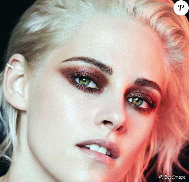 Kristen Stewart figure sur la campagne Ombre Première Collection Yeux 2017 de Chanel.