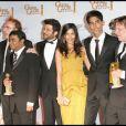 """L'équipe de """"Slumdog Millionaire"""" avec leurs Golden Globes !"""