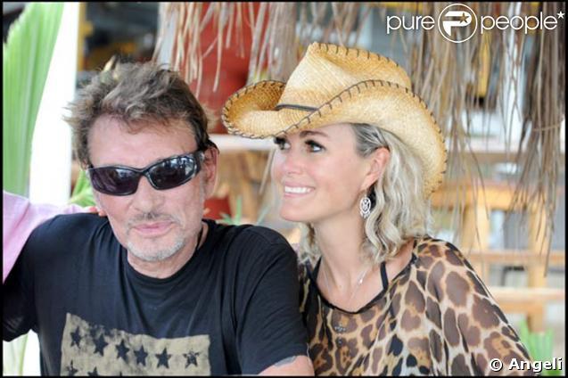 Johnny et Laeticia Hallyday passent leurs vacances à Saint-Barthélémy. Ici, ils ont pris le bateau afin de rejoindre la petite île de Saint Martin.