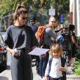 Alessandra Ambrosio se balade avec son fils Noah Mazur dans les rues de Los Angeles, le 3 mars 2017.