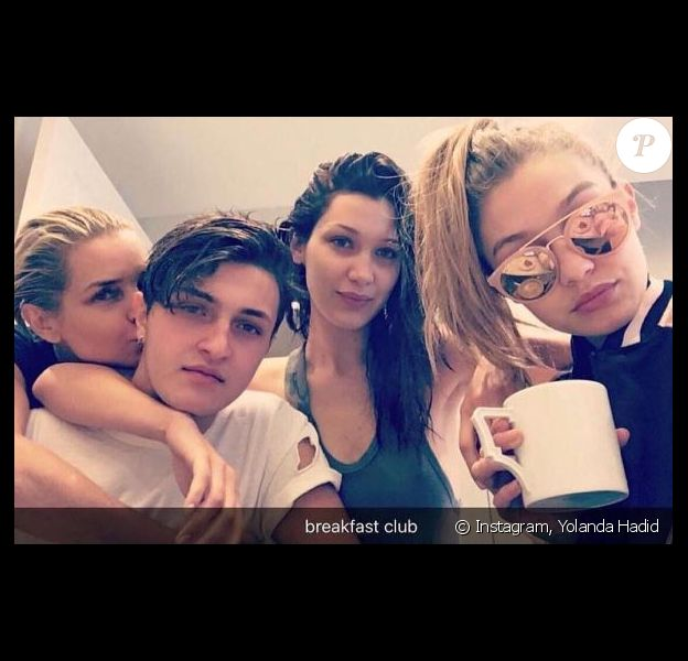 Yolanda Hadid et ses enfants Anwar, Bella et Gigi. Mars 2016.