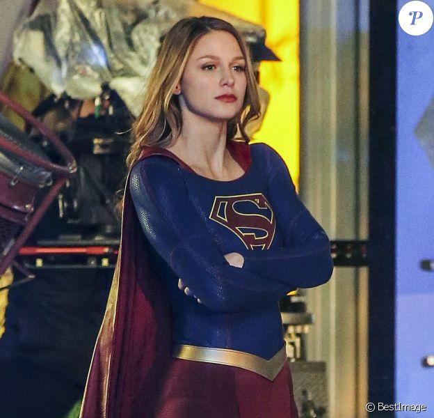 """L'actrice Melissa Benoist sur le tournage de la série """"Supergirl"""" saison 2 à Vancouver. Le 10 mars 2017"""