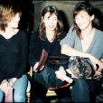 Charlotte Gainsbourg, Kate Barry et Jane Birkin au défilé de mode John Galliano à Paris en mars 1997.