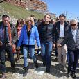 """Emmanuel Macron, candidat à l'élection présidentielle pour son mouvement """"En Marche!"""" et sa femme Brigitte Macron (Trogneux) dans la station de ski Grand Tourmalet (La Mongie / Barèges), France, le 12 avril 2017. Ils empruntent un télésiège pour se rendre dans le restaurant d'altitude pour le déjeuner. C'est un retour aux sources pour le candidat à la présidentielle. C'est en effet là que dans sa jeunesse, il a appris à marcher et à skier. A la fin d'un repas partagé avec ses proches, il n'a pas failli à la tradition en entonnant l'un des hymnes pyrénéens, """" Montagne Pyrénées"""". © Dominique Jacovides/Bestimage  French presidential election candidate for the En Marche ! movement Emmanuel Macron and his wife Brigitte Trogneux take a chairlift for a lunch break during a campaign visit at Ski resort Grand Tourmalet (La Mongie / Barèges), France, on April 12, 2017.12/04/2017 - Grand Tourmalet"""
