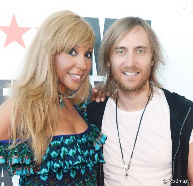 Cathy et David Guetta inaugurant leur club à l'aéroport d'Ibiza le 17 juillet 2012