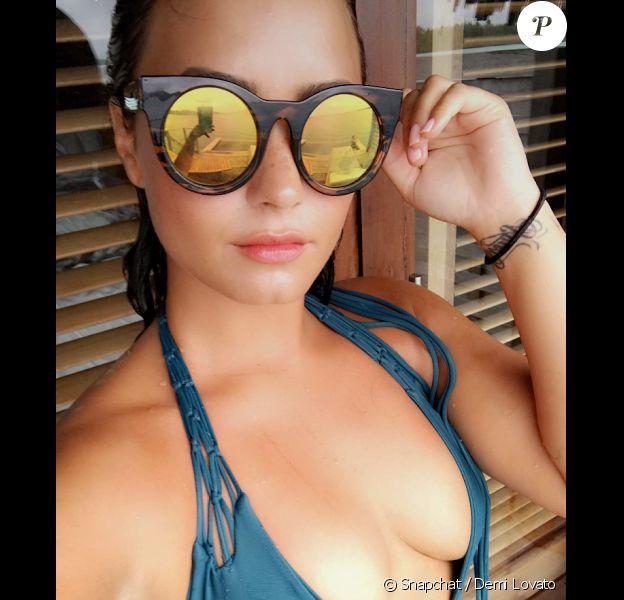 Demi Lovato sort son plus beau décolleté à ses fans sur les réseaux sociaux.
