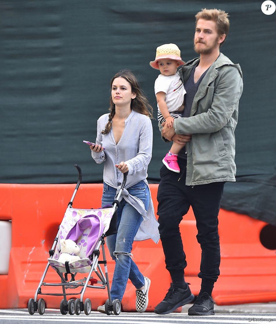 Hayden Christensen et Rachel Bilson avec leur fille Briar Rose à New York le 20 juillet 2016.