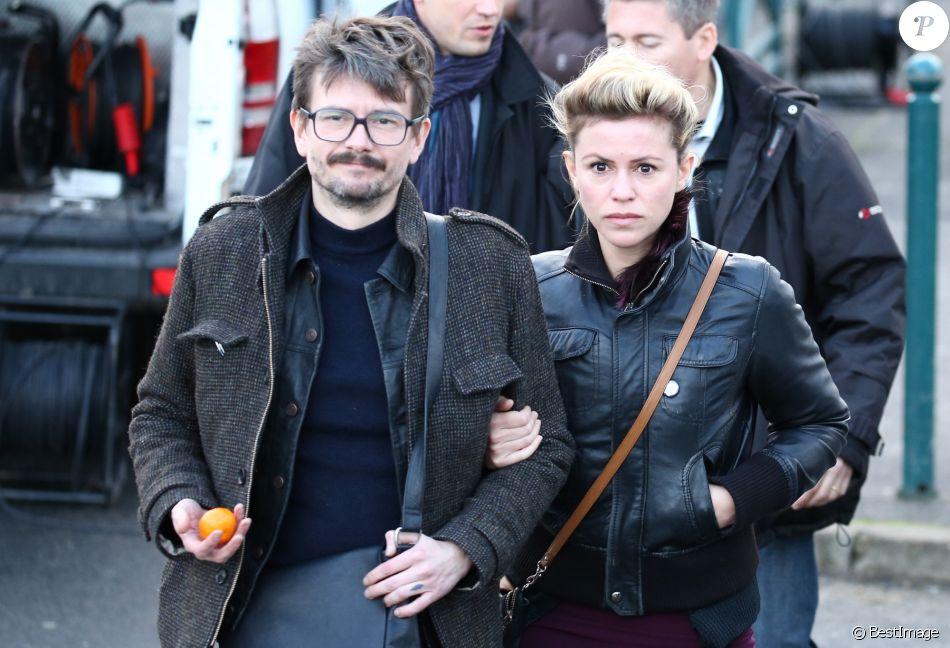 Le dessinateur Luz et sa femme Camille Emmanuelle - Obsèques du dessinateur Charb (Stéphane Charbonnier) à la Halle Saint Martin à Pontoise, le 16 janvier 2015.