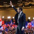 Emmanuel Macron, vainqueur du premier tour de l'élection présidentielle, salue ses militants au parc des expositions porte de Versailles à Paris le 23 avril 2017. © Dominique Jacovides / Sébastien Valiela / Bestimage