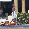 Exclusif - Rihanna, qui a pris du poids, se relaxe en maillot de bain au bord d'une piscine à Puerto Vallarta au Mexique, le 12 avril 2017