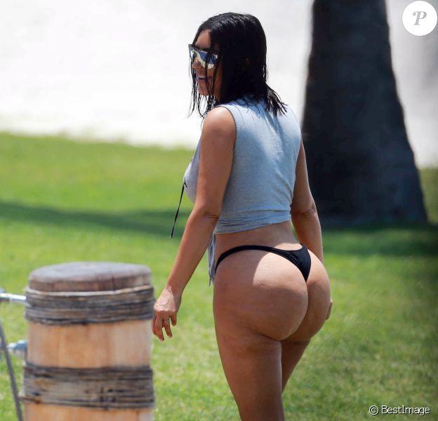 Exclusif - Kim, Kourtney Kardashian et Stephanie Sheppard en vacances au Mexique. Le 23 avril 2017.