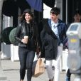 Exclusif - Lana Del Rey discute et plaisante avec un ami dans les rues de Hollywood, le 5 mars 2017