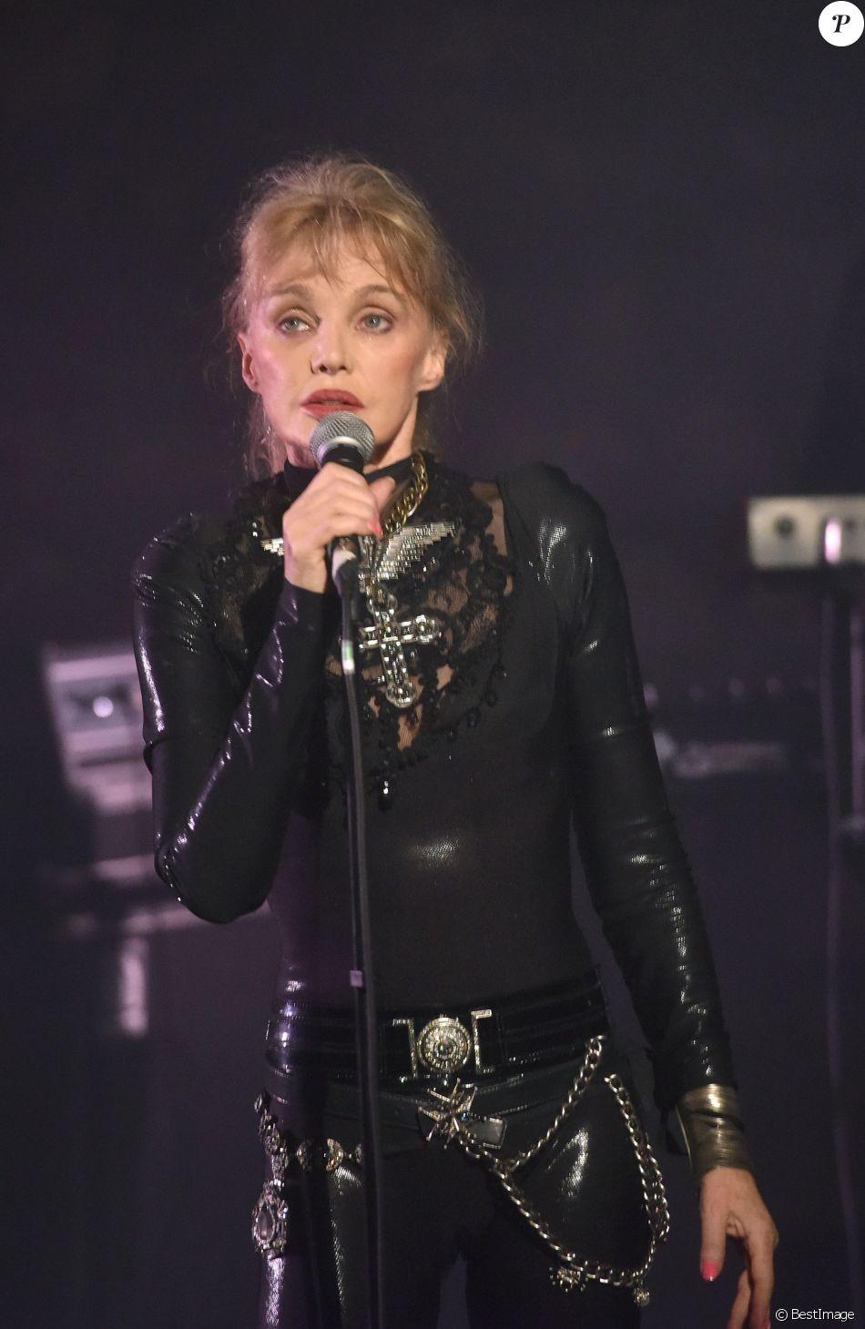 Semi-Exclusif - Arielle Dombasle en concert au Café de la Danse à Paris, le 16 décembre 2016. © Giancarlo Gorassini/Bestimage
