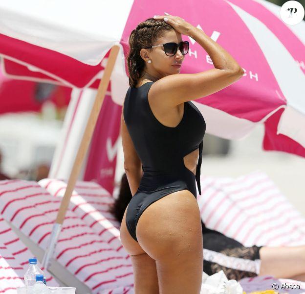 Larsa Pippen profite d'une journée ensoleillée sur la plage de Miami. Le 10 mai 2017.