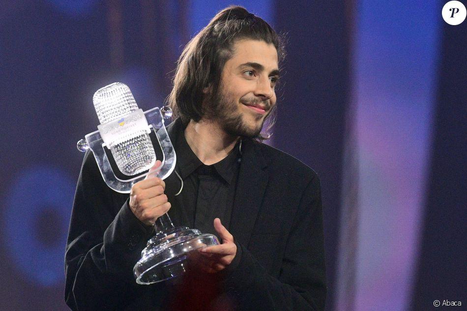 salvador sobral gagnant de l 39 eurovision 2017 a kiev le. Black Bedroom Furniture Sets. Home Design Ideas