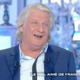 """Patrick Sébastien dans """"Salut les Terriens !"""" sur C8. Le 17 mai 2017."""