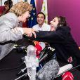 Le grand gagnant du concours de l'Eurovision Salvador Sobral donne une conférence de presse avec sa soeur Luis,a à son arrivée à l'aéroport de Lisbonne, au Portugal, le 14 mai 2017.