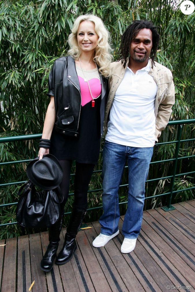 christian karembeu et sa femme adriana karembeu lors de la finale du tournoi de tennis de roland. Black Bedroom Furniture Sets. Home Design Ideas