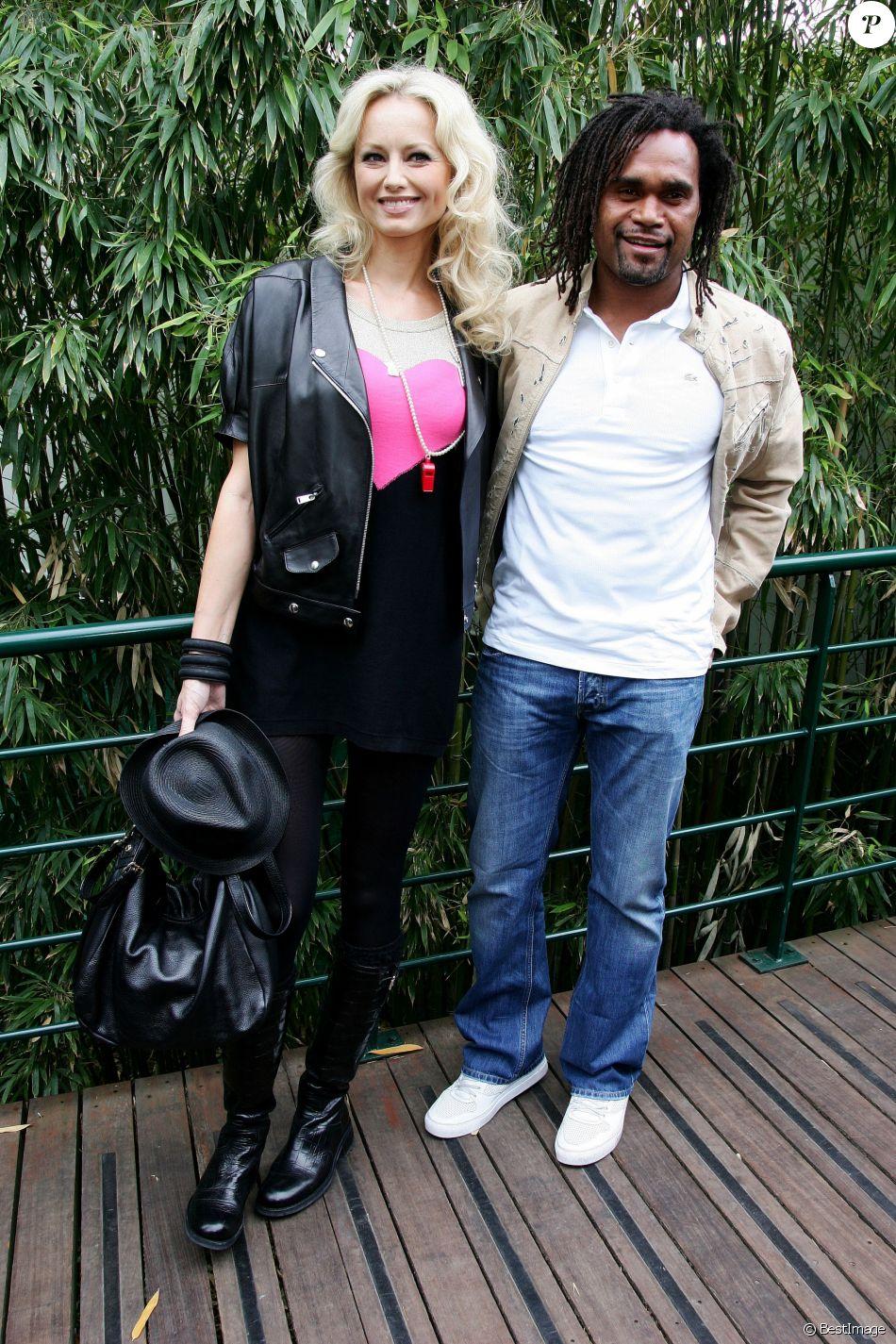 Christian Karembeu et sa femme Adriana Karembeu lors de la finale du tournoi de tennis de Roland Garros à Paris, le 6 juin 2010.
