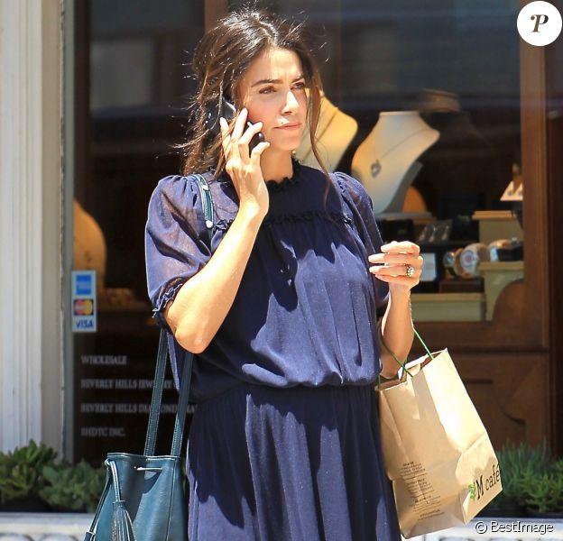 Exclusif - Nikki Reed, enceinte, est allée déjeuner au restaurant M Cafe à Beverly Hills. Le 16 mai 2017.