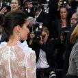 """Sara Sampaio, habillée d'une robe Haute Couture Francesco Scognamiglio - Montée des marches du film """"Mise à Mort du Cerf Sacré"""" lors du 70ème Festival International du Film de Cannes. Le 22 mai 2017."""