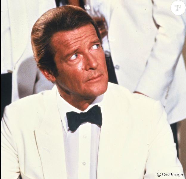 Roger Moore dans la peau de James Bond (archive)