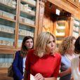 Brigitte Macron (Trogneux) femme du président français E.Macron, Amanda Succi (compagne du maire de Catane E. Bianco) , Emanuela Mauro, femme du premier ministre italien P.Gentiloni, Malgorzata Tusk, la femme de D. Tusk (Président du conseil Européen) , Joachim Sauer le mari de la chancelière allemande A. Merkel et Akie Abe, la femme du premier ministre Japonais S. Abe - Les conjoints des chefs d'États du G7 en visite à la bibliothèque de Catane en Sicile le 26 mai 2017 © Sébastien Valiela / Bestimage