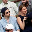 Raphaël Personnaz et sa compagne dans les tribunes lors des internationaux de France de Roland Garros à Paris, France, le 1er juin 2017. © Jacovides-Moreau/Bestimage