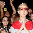 """Katy Perry va saluer ses fans à la sortie du pub """"The Water Rats"""" à Londres, le 25 mai 2017. © CPA/Bestimage"""