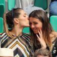 Laury Thilleman (Miss France 2011) avec sa soeur Julie - Les célébrités dans les tribunes lors des internationaux de France de Roland-Garros à Paris, le 4 juin 2017. © Dominique Jacovides-Cyril Moreau/Bestimage