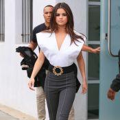 Selena Gomez encore la poitrine à l'air : Elle dévoile un side boob affolant