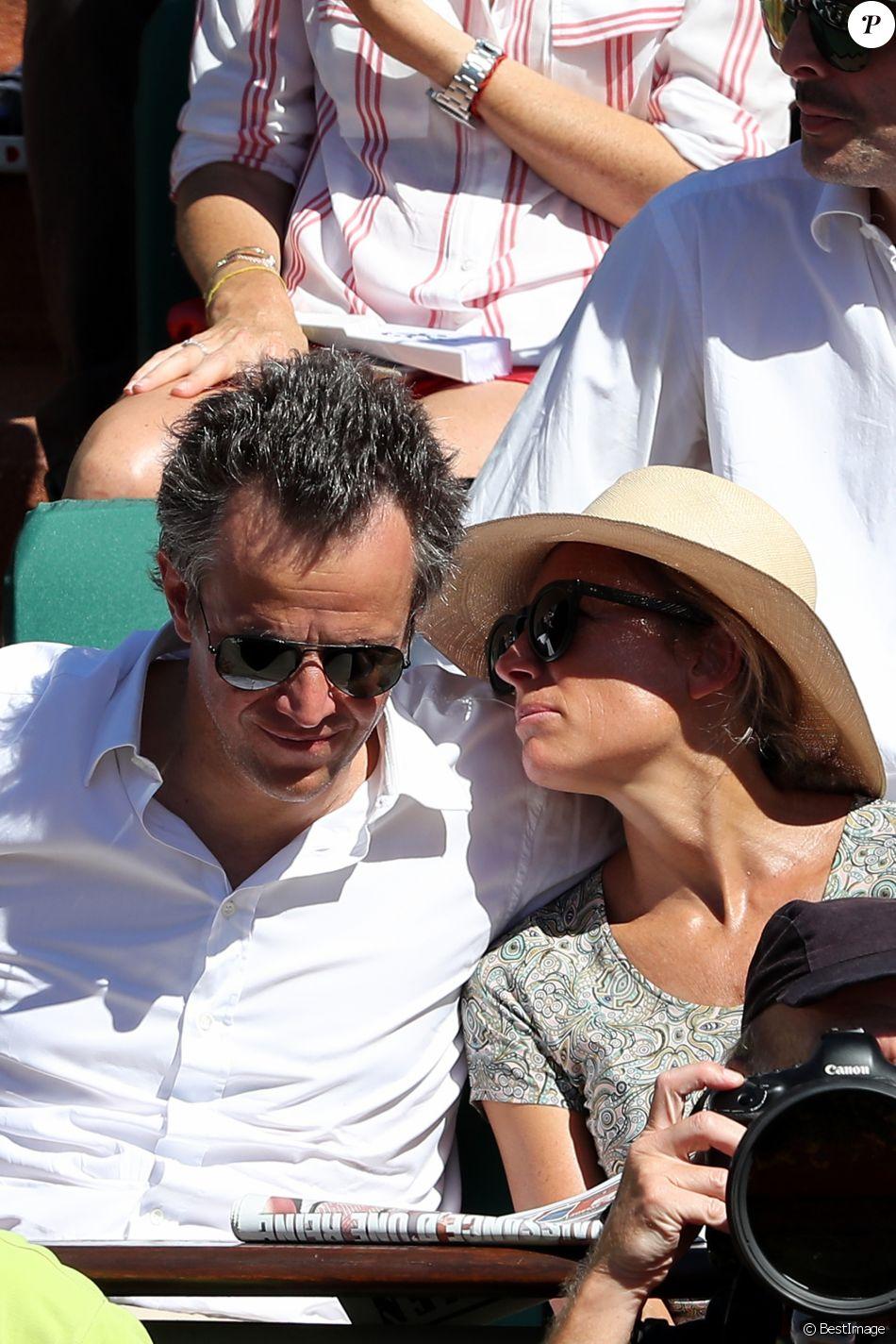 Arthur Sadoun et Anne Sophie Lapix dans les tribunes lors des Internationaux de France de Roland-Garros à Paris le 10 juin 2017. © Jacovides - Moreau / Bestimage