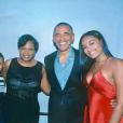 Sasha Obama avec ses parents Michelle et Barack lors d'une soirée en son honneur - Photo publiée sur Twitter le 12 juin 2017