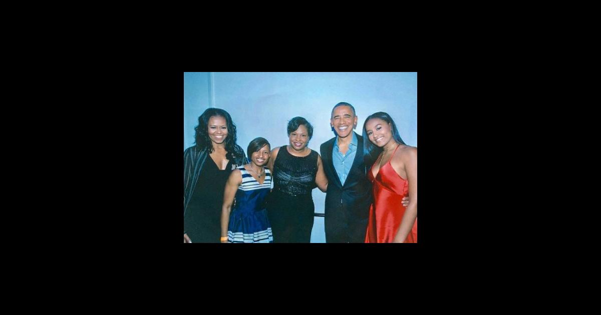 sasha obama avec ses parents michelle et barack lors d 39 une soir e en son honneur photo publi e. Black Bedroom Furniture Sets. Home Design Ideas