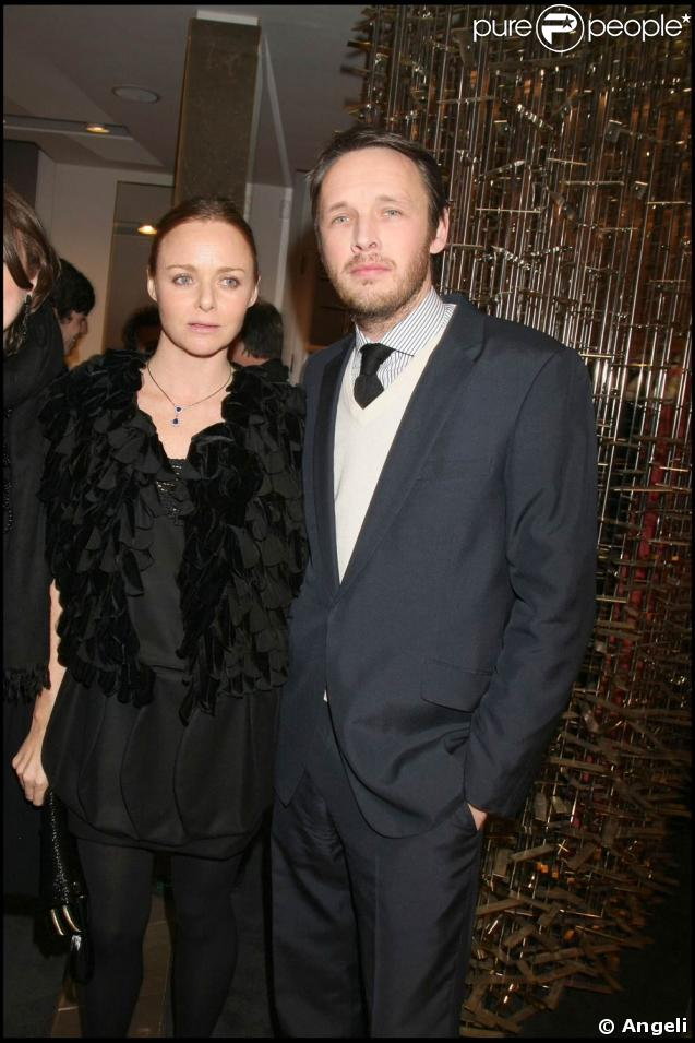 stella mccartney pose avec son mari et le p re de ses trois enfants le tr s l gant alasdhair. Black Bedroom Furniture Sets. Home Design Ideas
